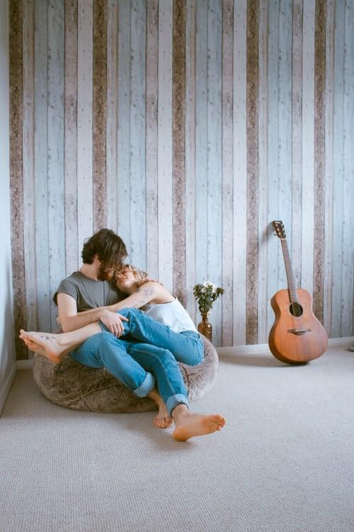 Kellek neked-kellesz nekem, szeretsz-szeretlek, ölelsz-ölellek